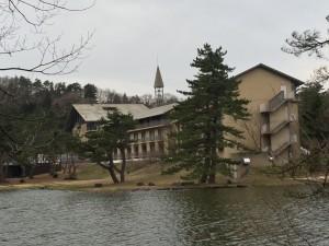 湖畔からの大山レークホテル