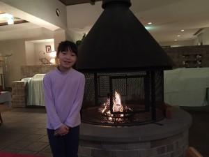ダイニングには豪華な暖炉